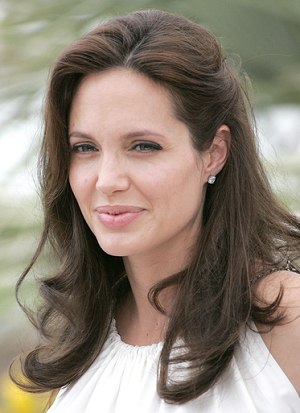 Angelina Jolie Hairstyle Medium Length Hairstyles For
