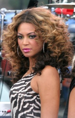 Groovy Beyonce Curly Hairstyle Get The Look For Yourself Dot Com Women Hairstyles For Women Draintrainus