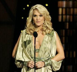 Carrie Underwood singing at the CMA awards in Nashville wearing a necklace by Royal Asscher