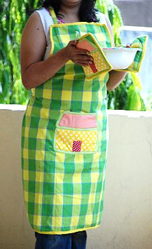 Cottage Apron with Pot Holders: Homemade Gift Set for Mother's Day