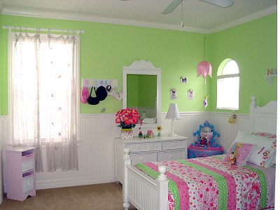 Girl 39 s bedroom in green pink kids 39 room decorating for Pink green bedroom designs
