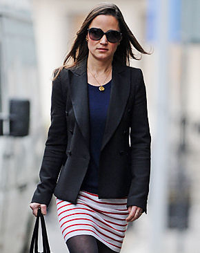 Pippa Middleton wearing Her Gold Disk Pendant