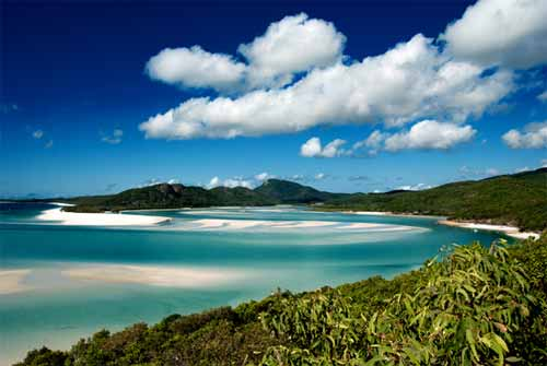 The beautiful Whitehaven Beach accessible by Airlie Beach