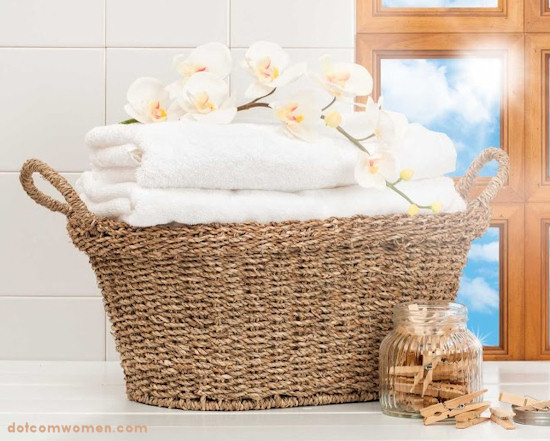 Decorating Bathroom Baskets Towels : Fluffing up your bathroom dot com women