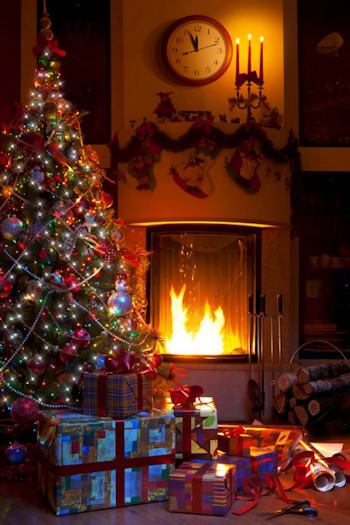 christmas tree decorating idea in pink, blue and candy colors