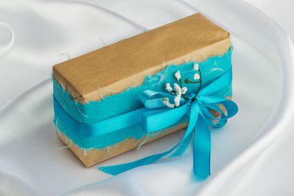 Creative Brown paper gift wrap - Eco-friendly gift wrapping ideas