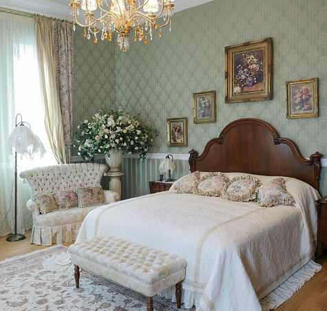 White Victorian Style Bedroom Decorating Ideas